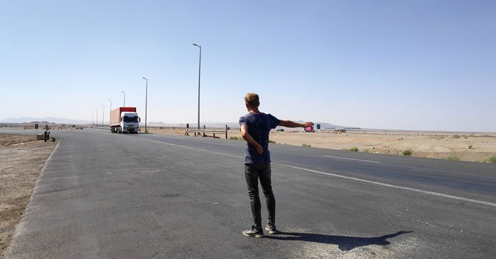 hitchhiking in the desert of iran