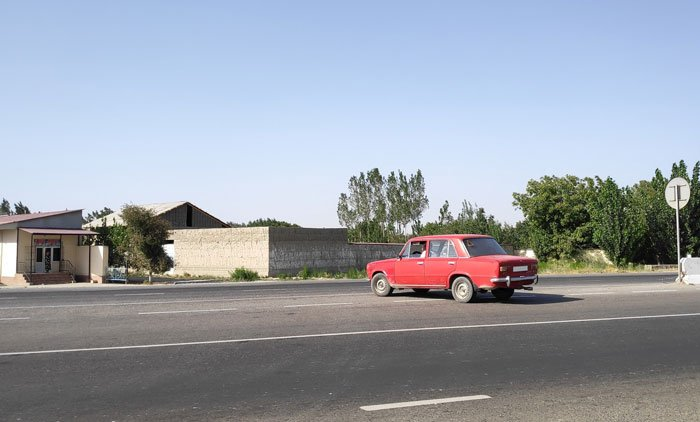 hitchhiking in uzbekistan with taxis