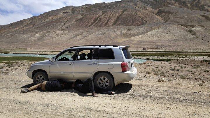 broken car at pamir highway
