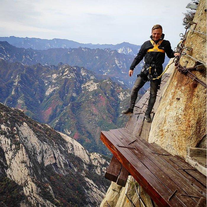 hiking in china huashan